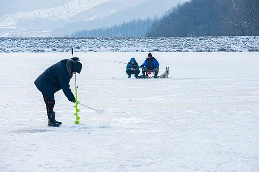 driling hole for best ice fishing fish finder
